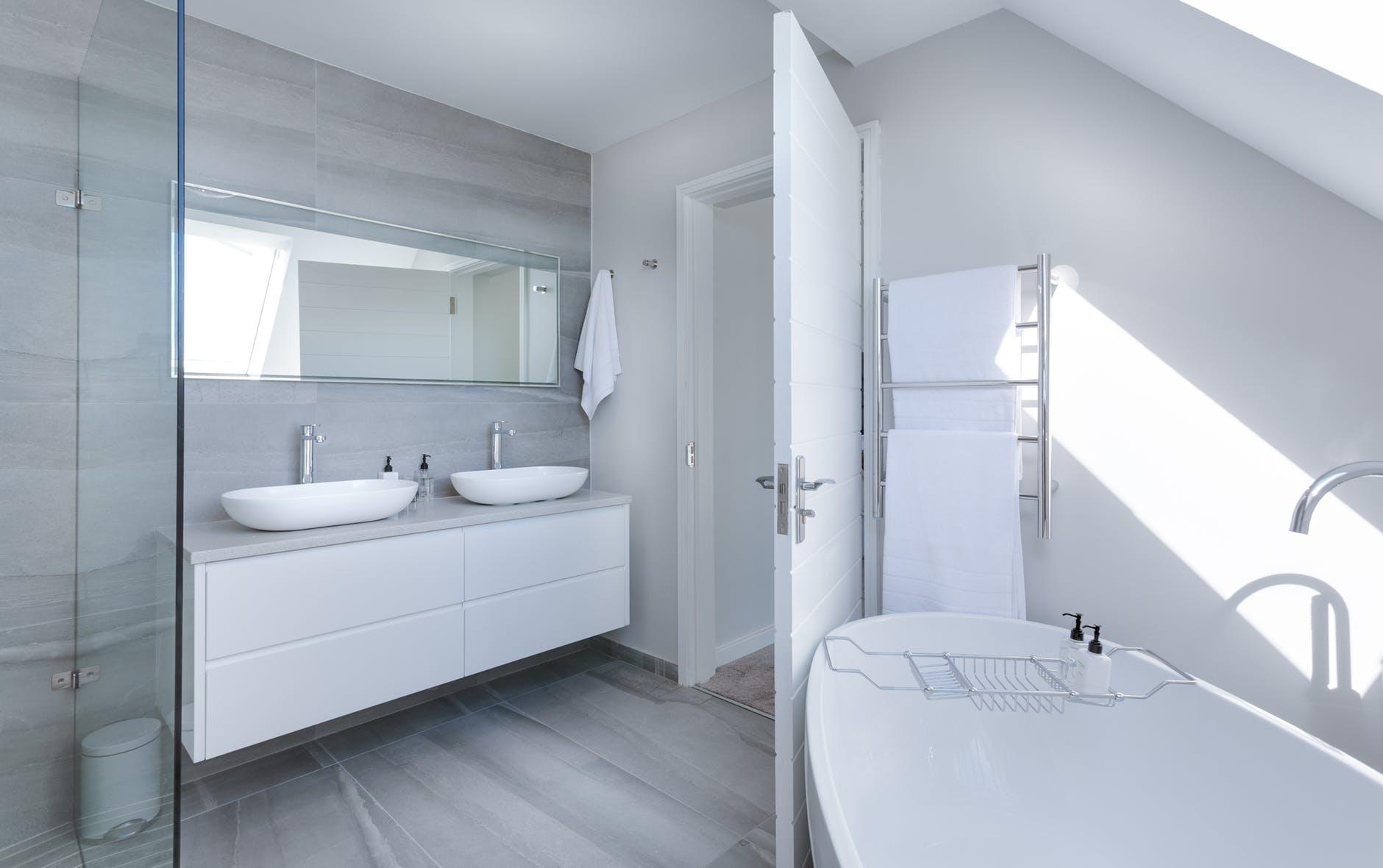 Een lekkage in de badkamer oplossen woonstichting actium